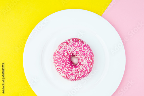 Photo  tasty donut with topping
