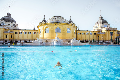 Fotografie, Obraz Woman relaxing at the famous Szechenyi thermal bathes in Budapest, Hungary
