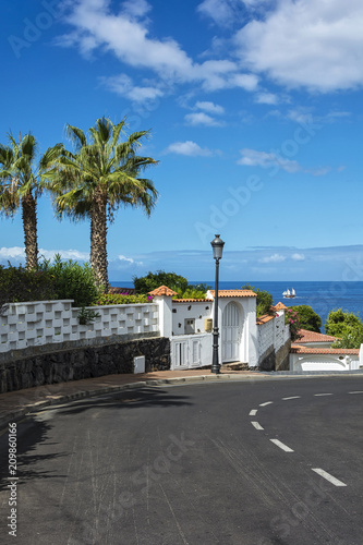 Staande foto Canarische Eilanden The city of scenic landscape with views of the ocean (Los Canary Islands, Tenerife, Spain)