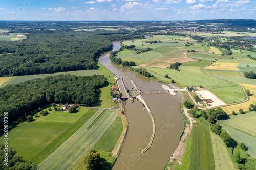 Montage in der Fensternische Damm Dam under construction