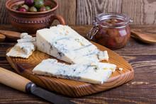 Gorganzola Cheese With Fresh G...