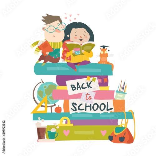 Chłopiec i dziewczynka siedzi na stosach książek. Powrót do szkoły