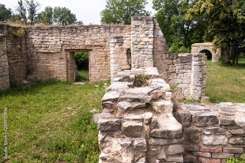 Foto op Aluminium Rudnes Innenräume der Ruine - Wehrkirche Schkortleben