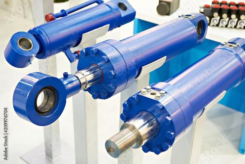 Fotografía  Hydraulic cylinders