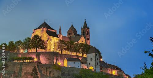 Papiers peints Con. ancienne Breisach Elsass Kirche beleuchtet Panorama