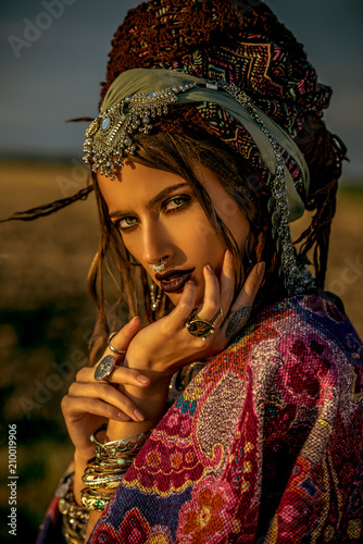 Photo sur Aluminium Gypsy magnificent gypsy girl