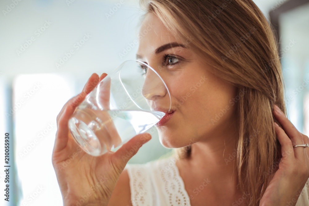 Fototapety, obrazy: Drinking fresh water