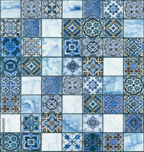 niebieska-sciana-kamienna-plytka-z-rysunkami