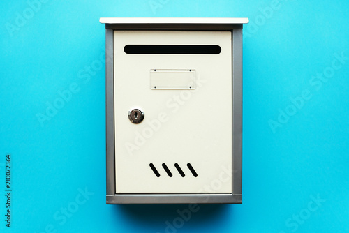 Obraz na plátně Metal mailbox on blue wall