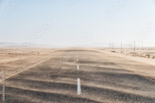 Photographie Sand Storm Across Lonely Desert Road in Southern Namibia taken in January 2018