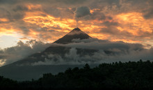 Mt. Mayon Volcano Shooting A P...