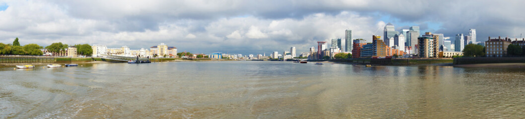 Panel Szklany Panoramic view of the Thames River from Greewich in London, England