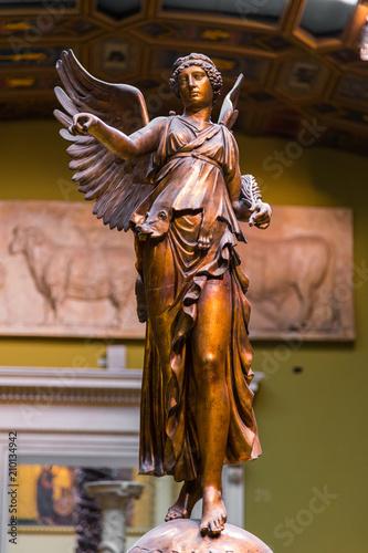 Bogini zwycięstwa Nike Statua na starożytnej rzeźbie Victoria Monument