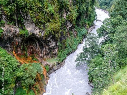 Photo Canyon of wild Marsyangdi river, Annapurna Circuit trek in Nepal