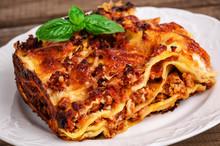 Delicious Meat Lasagna With Ba...