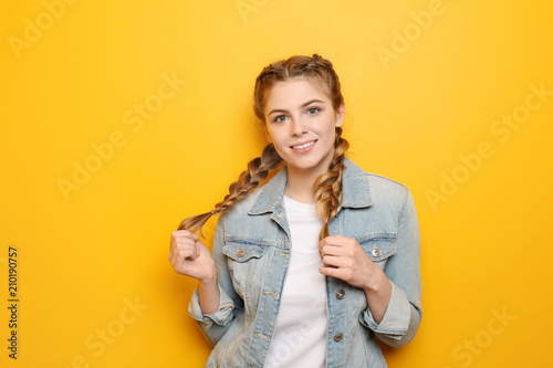Obraz Beautiful young woman on color background - fototapety do salonu