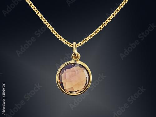 Foto  Goldene Halskette mit dem Edelstein lokalisiert auf Schwarzem