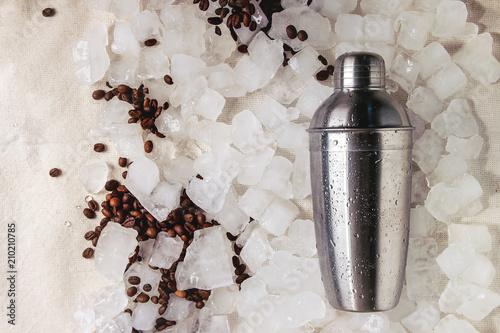 Fotografia  Coffe cocktail frappe making concept