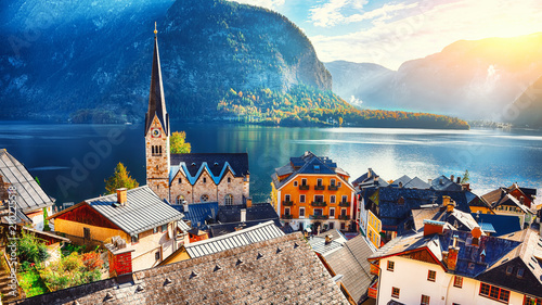 Poster Bleu nuit Scenic view of famous Hallstatt mountain village with Hallstatter lake See in beautiful golden morning light in fall