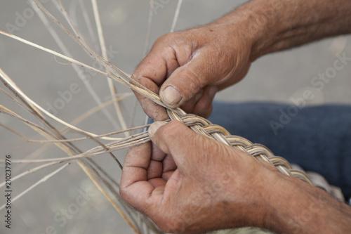 Fotografie, Obraz  Lavorazione cestini artigianali