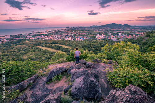 In de dag Lichtroze the tourist Take a photo and enjoy the beauty of the scenic spot (Khao Hin Lek Fai) is one of the beautiful tourist attractions in Hua Hin. Prachuap Khiri Khan, Thailand.
