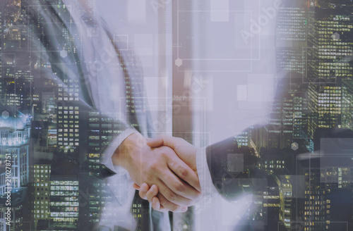Photo Double exposure of two businessmen reaching an agreement and making handshake with abstract cityscape building - Greeting and dealing real estate business concepts