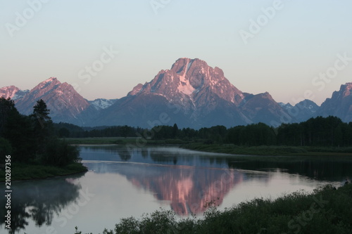 Foto op Canvas Candy roze Morning Twilight on Mount Moran & Skillet Glacier 6