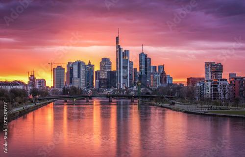 Poster Chicago Skyline von Frankfurt im Abendlicht