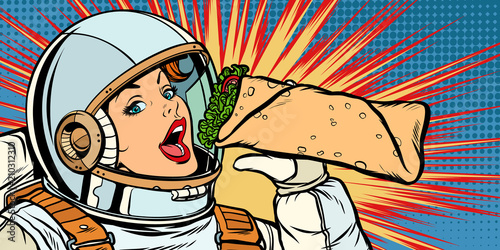 Photo Hungry woman astronaut eating kebab Doner Shawarma