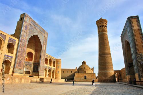 Fotomural Po-i-Kalyan mosque complex with The Kalyan minaret in Bukhara, Uzbekistan