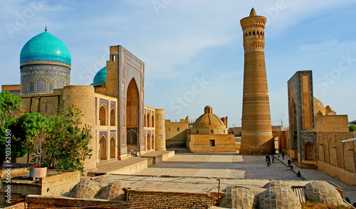Carta da parati Po-i-Kalyan mosque complex with The Kalyan minaret in Bukhara, Uzbekistan