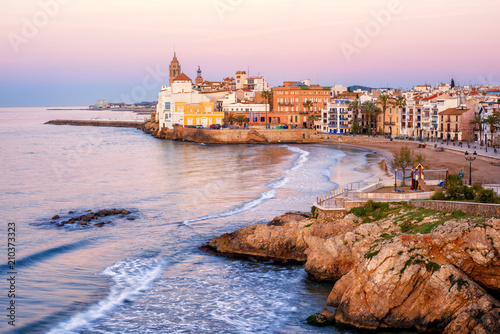 Foto auf Gartenposter Barcelona Sand beach and historical Old Town in mediterranean resort Sitges, Spain