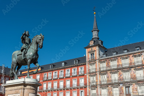 Foto op Canvas Historisch mon. The Statue of King Philip III and the beautiful buildings at the Plaza Mayor in Madrid, Spain