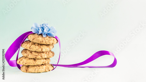 Foto op Plexiglas Koekjes Fresh cookies in a gift tape on a light background. Copy space