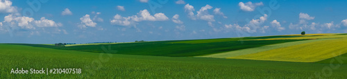 Tuinposter Blauwe jeans panorama beautiful view landscape field