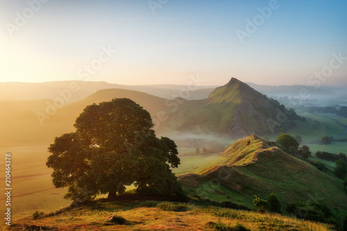 Sunrise over Parkhouse Hill seen from Chrome Hill in Peak District UK Slika na platnu