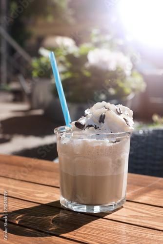 Foto op Plexiglas Milkshake glass of Iced coffee. selective focus with the ice