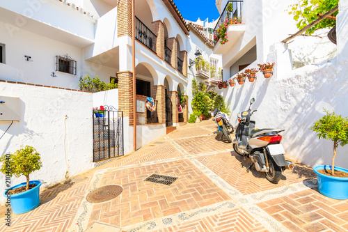 Foto op Canvas Mediterraans Europa Narrow street with in picturesque white village of Mijas, Andalusia, Spain