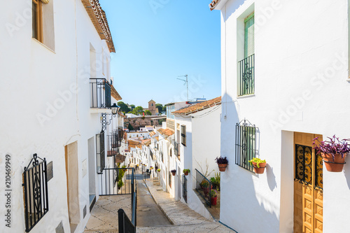 In de dag Mediterraans Europa Narrow street with houses in picturesque white village of Mijas, Andalusia, Spain
