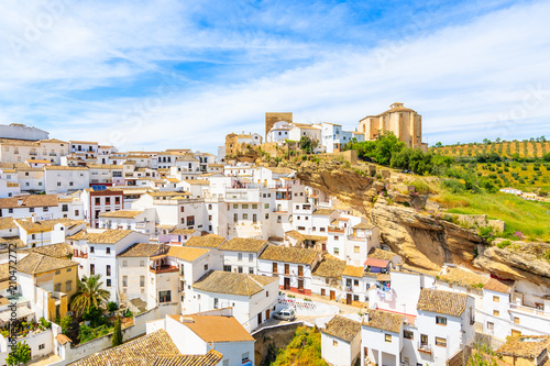Fotografía White houses in beautiful village of Sentinel de las Bodegas, Andalusia, Spain
