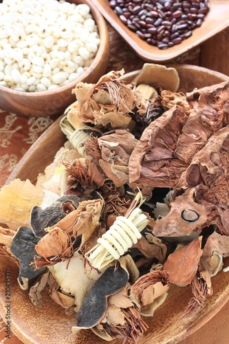 Photographie  Chinese herbal medicine, dired herb for healthy food ingredient