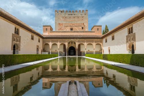 Patio de los Arrayanes, Alhambra de Grenade Wallpaper Mural