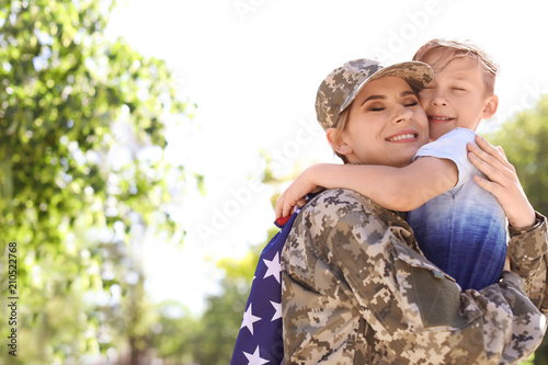 Obraz American soldier with her son outdoors. Military service - fototapety do salonu