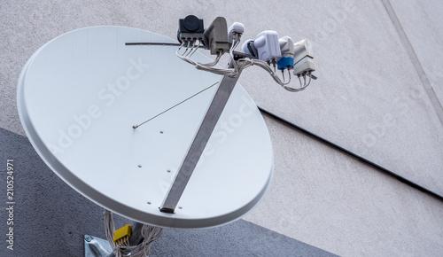 Satellitenschüssel mit mehreren LMB Canvas Print