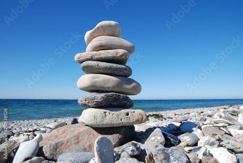 Photo sur Plexiglas Zen pierres a sable Stone tower on beach
