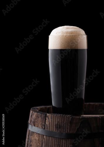 Carta da parati Cold glass of dark stout beer on wooden barrel
