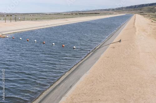 Tablou Canvas A segment of the California aqueduct near Lancaster.