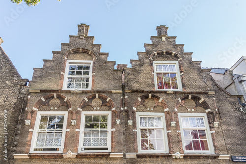 Papiers peints Con. ancienne Historic 17th century house fronts with stepped gables in the hisotic cneter of Dordrecht, Netherlands
