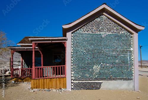 Fotografía  Rhyolite bottle house side wall