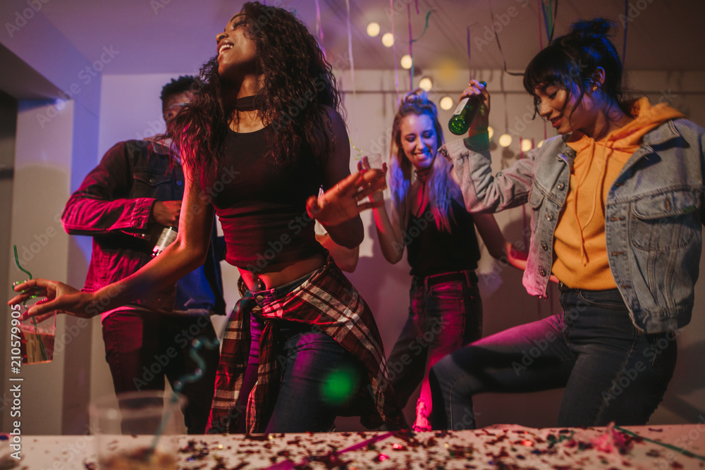 Fototapety, obrazy: Friends enjoying at a house party